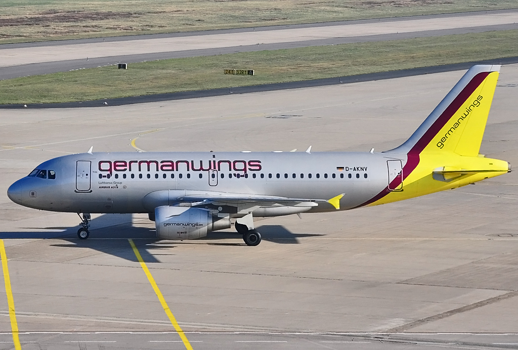 A 319-112 D-AKNV Germanwings taxy at CGN - 28.10.2012