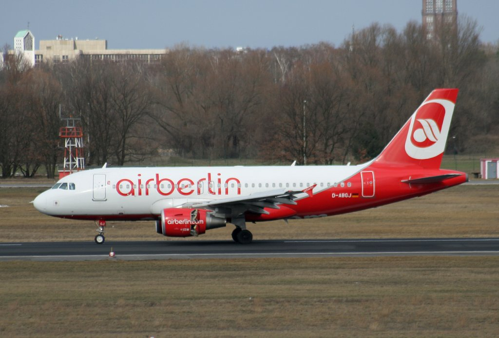 Air Berlin A 319-112 D-ABGJ nach der Landung in Berlin-Tegel am 27.02.2010