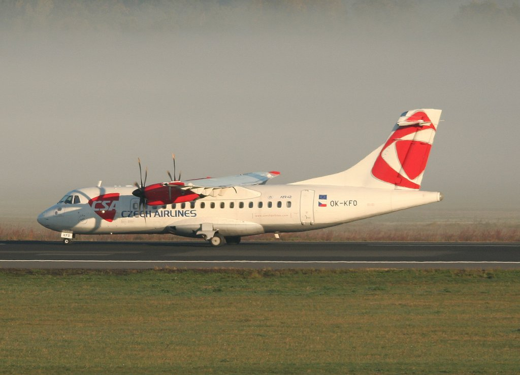 CSA ATR-42-500 OK-KFO nach der Landung in Berlin-Tegel am 15.10.2011