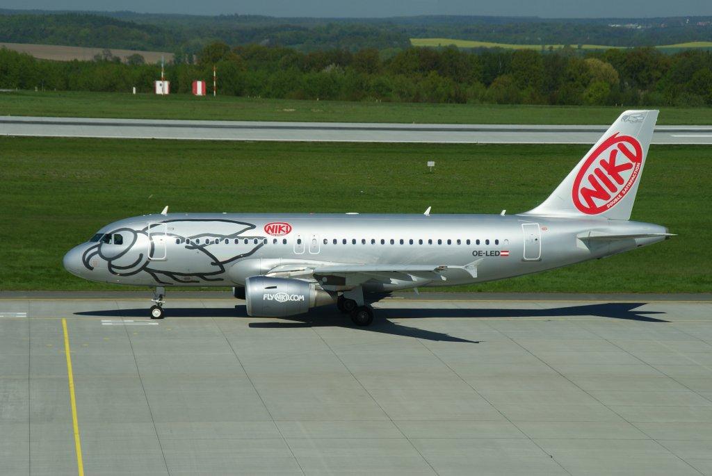 fly-niki-airbus-a319-100-kennung-29201.j