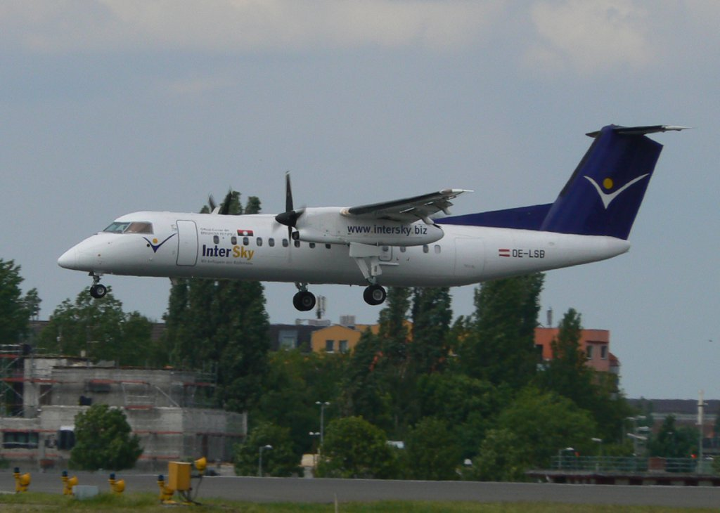 InterSky De Havilland Canada DHC-8-314Q OE-LSB kurz vor der Landung in Berlin-Tegel am 27.05.2011