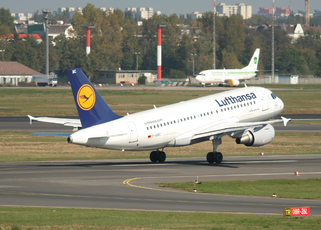 Lufthansa A 319-112 D-AIBC beim Start in Berlin-Tegel am 25.09.2011