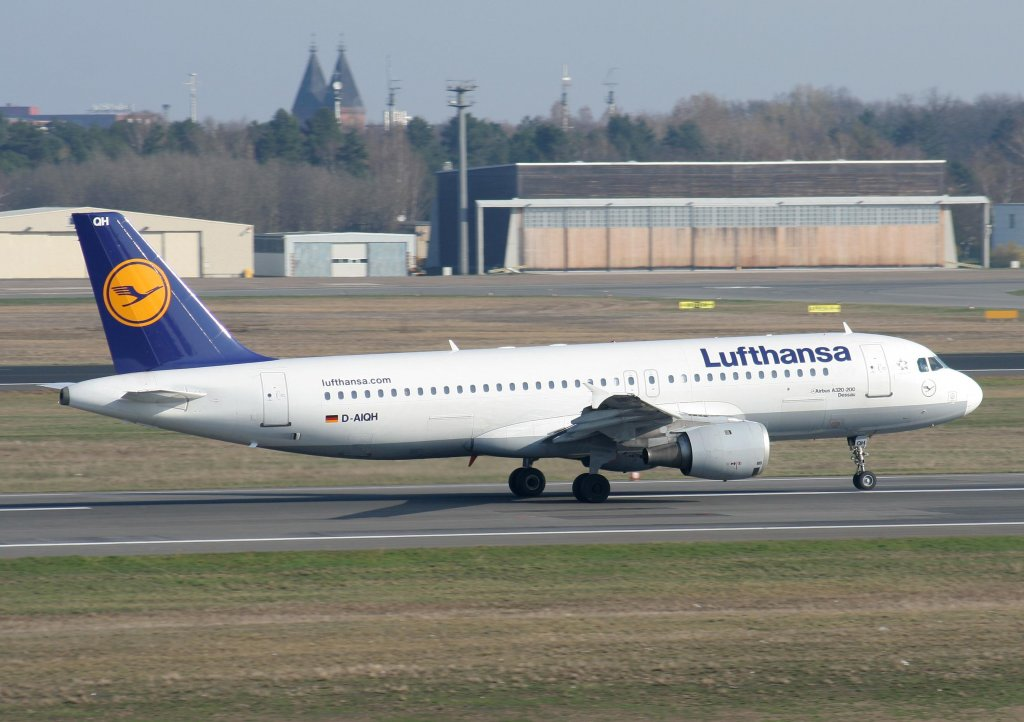 Lufthansa A 320-211 D-AIQH  Dessau  beim Start in Berlin-Tegel am 03.04.2010