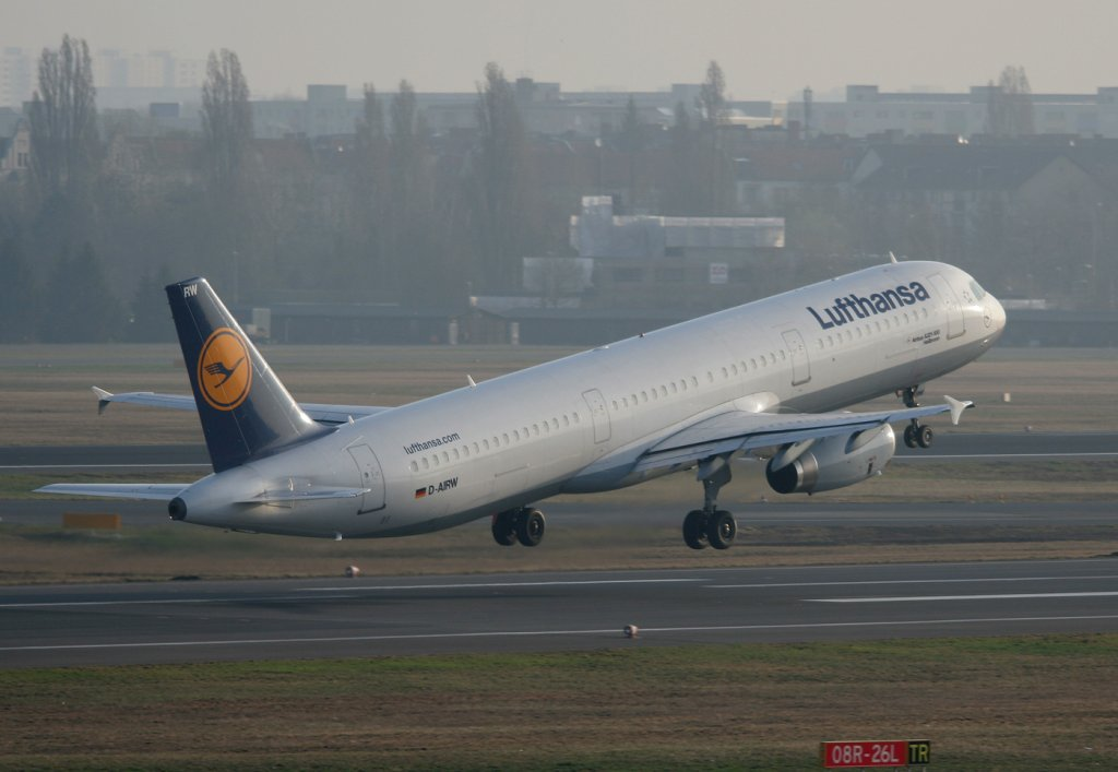 Lufthansa A 321-131 D-AIRW  Heilbronn  beim Start in Berlin-Tegel am 03.04.2011