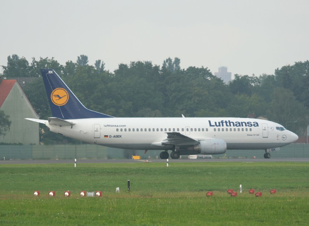 Lufthansa B 737-330 D-ABEK kurz vor dem Start in Berlin-Tegel am 13.08.2011
