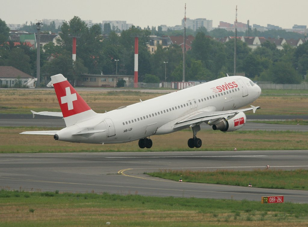 Swiss A 320-214 HB-IJP beim Start in Berlin-Tegel am 03.07.2012