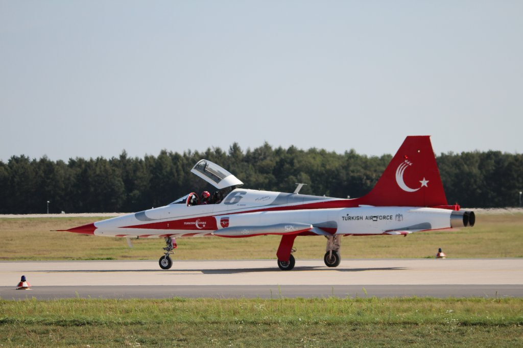 Turkey Air Force, Turkish Stars, Canadair(Northrop) NF-5A Freedom Fighter 70-3052, ILA 2012, 16.09.2012