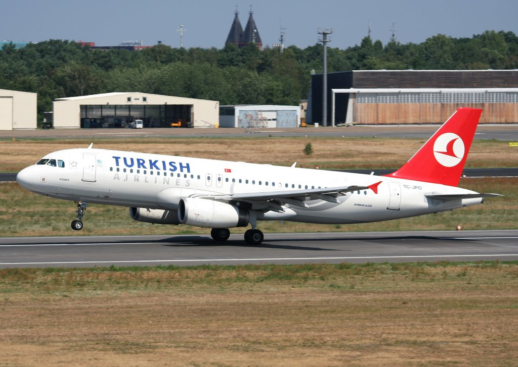 Turkish Airlines A 320-232 TC-JPO beim Start in Berlin-Tegel am 31.07.2010