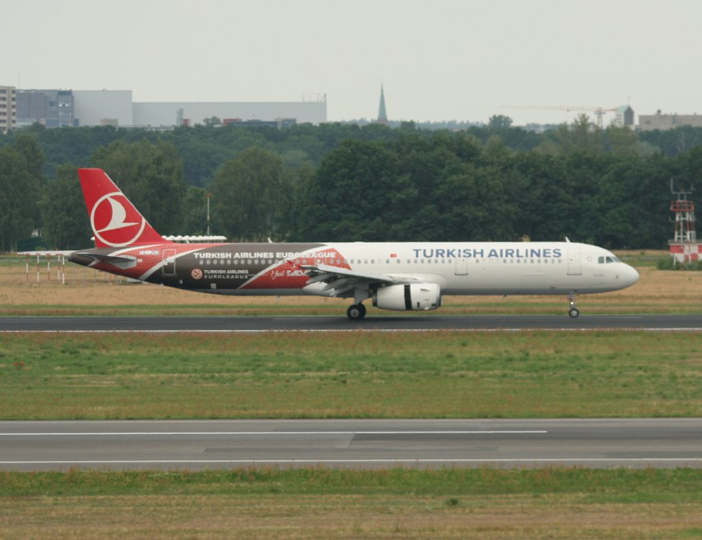 Turkish Airlines A 321-231 TC-JRO nach der Landung in Berlin-Tegel am 03.07.2012