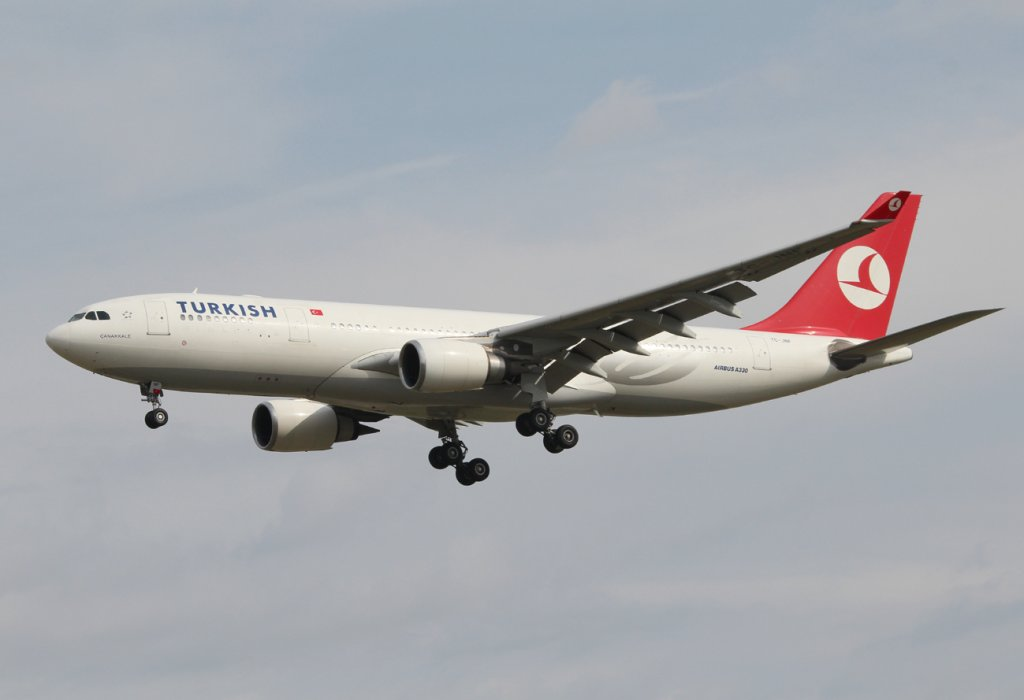 Turkish Airlines A 330-202 TC-JNF bei der Landung in Frankfurt am Main am 16.08.2012
