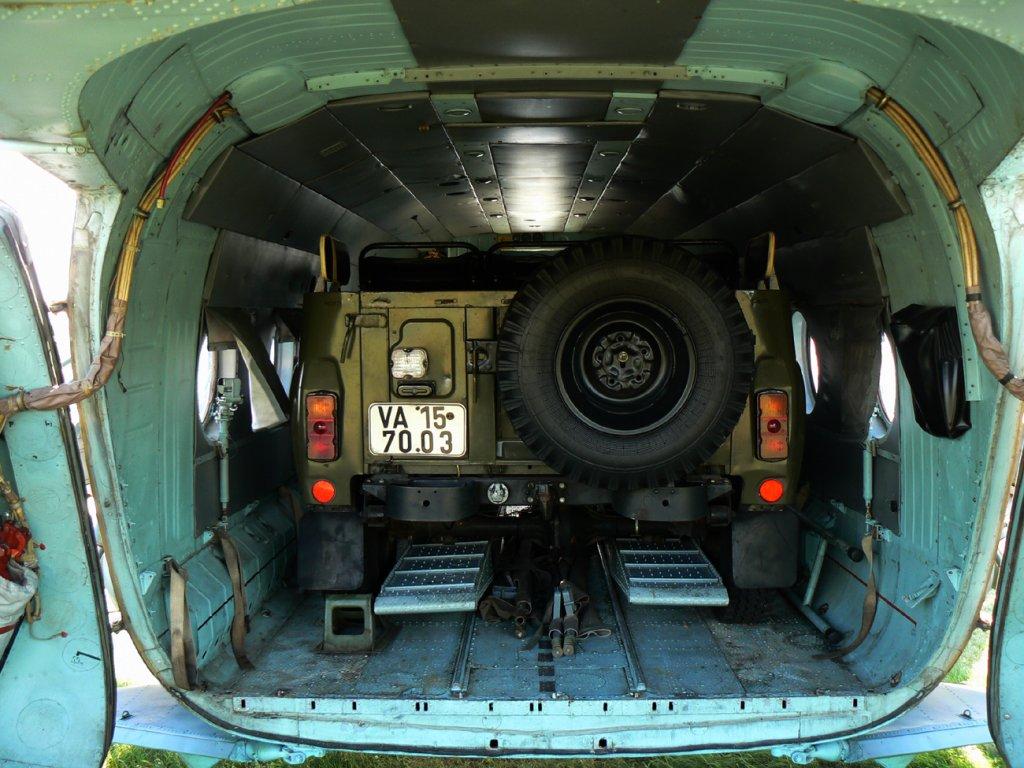 http://www.flugzeug-bild.de/1024/uaz-469-laderaum-nva-mil-34687.jpg
