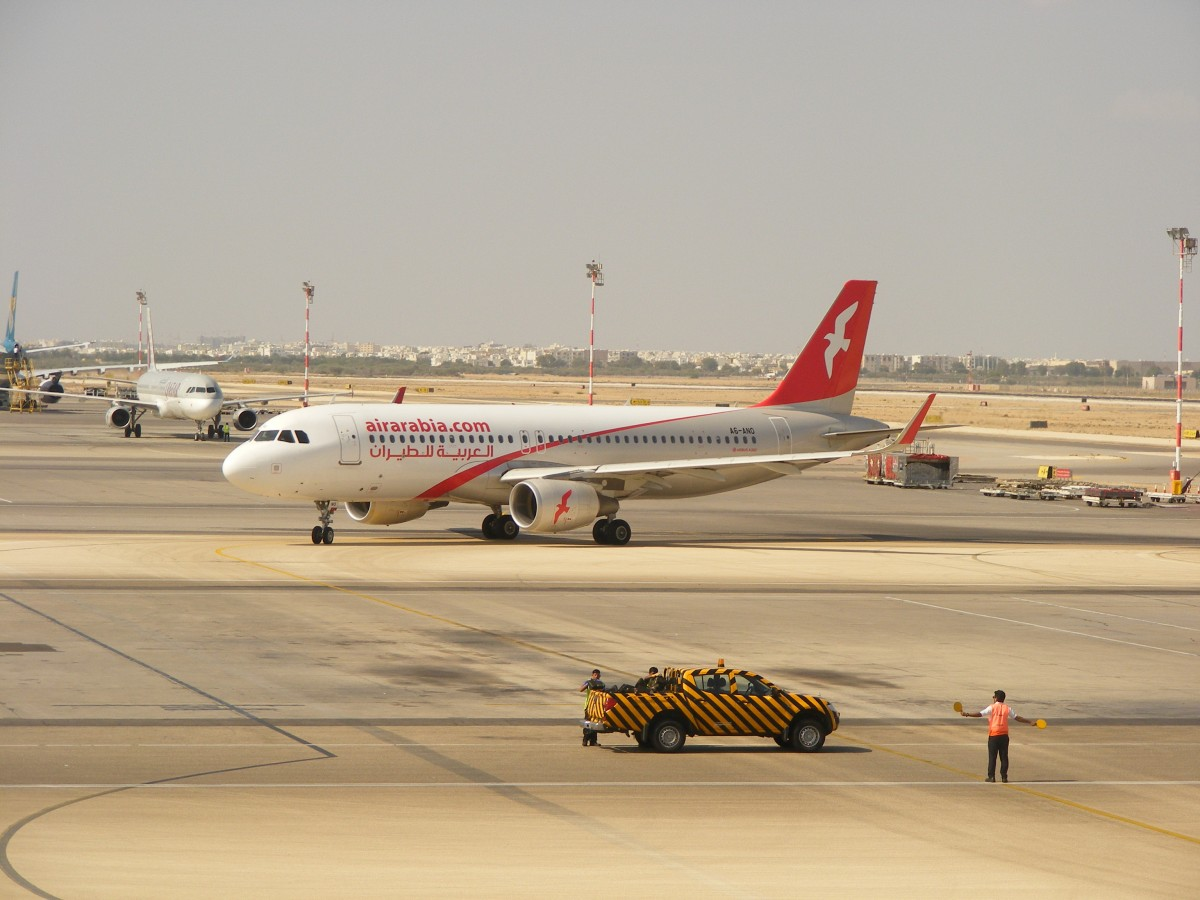 A6-ANO, Air Arabia, A 320, Muscat International Airport (MCT), 14.11.2014