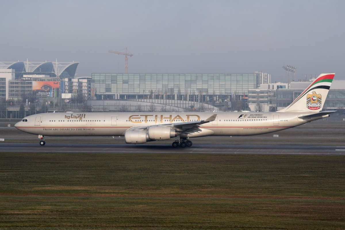 A6-EHE Etihad Airways Airbus A340-642   am 11.12.2015 in München beim Start