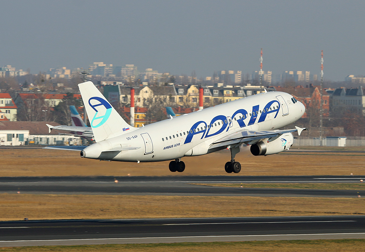 Adria Airways, Airbus A 319-132, S5-AAP, TXL, 08.02.2018