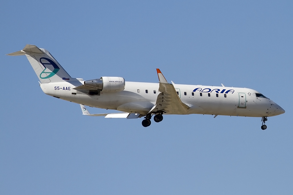 Adria Airways, S5-AAE, Bombardier, CRJ-200, 05.09.2013, FRA, Frankfurt, Germany