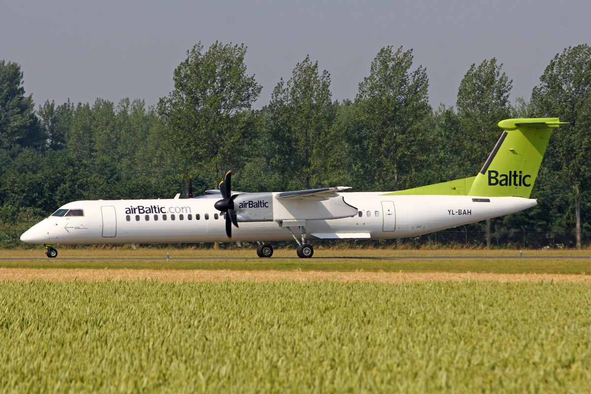 Air Baltic, YL-BAH, Bombardier DHC 8-402, 4.Juli 2015, AMS Amsterdam, Netherlands.