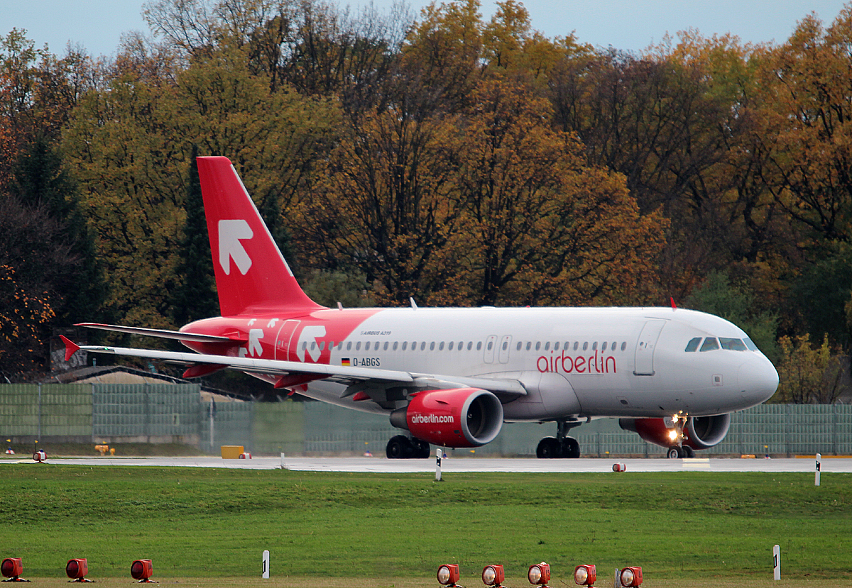 Air Berlin A 319-112 D-ABGS kurz vor dem Start in Berlin-Tegel am 09.11.2013