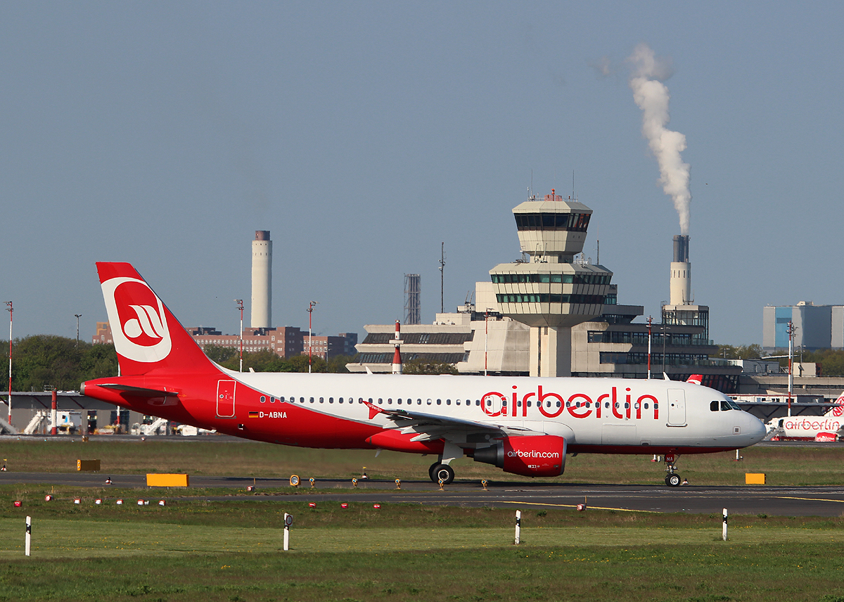 Air Berlin A 320-214 D-ABNA kurz vor dem Start in Berlin-Tegel am 05.05.2013