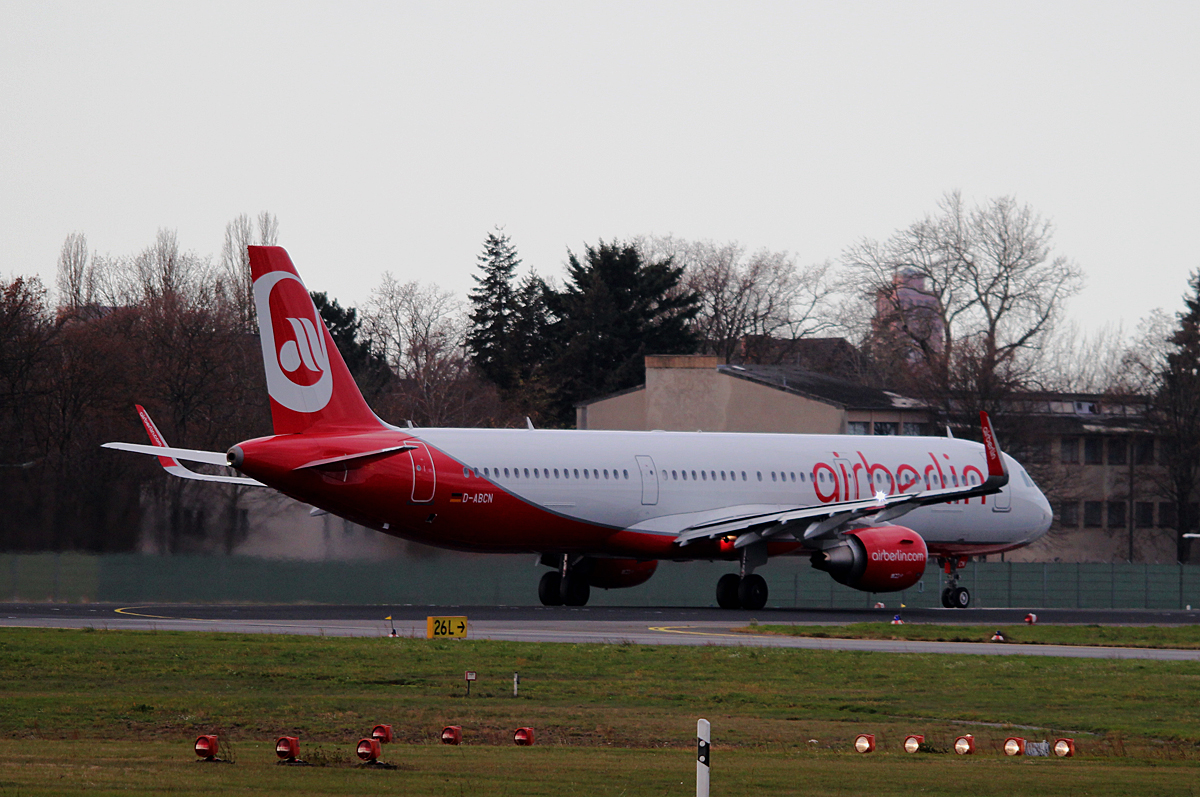 Air Berlin A 321-211 D-ABCN kurz vor dem Start in Berlin-Tegel am 14.11.2015