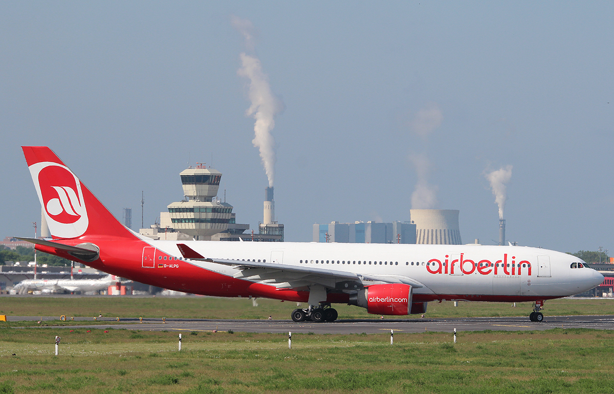 Air Berlin A 330-223 D-ALPG kurz vor dem Start in Berlin-Tegel am 19.05.2013