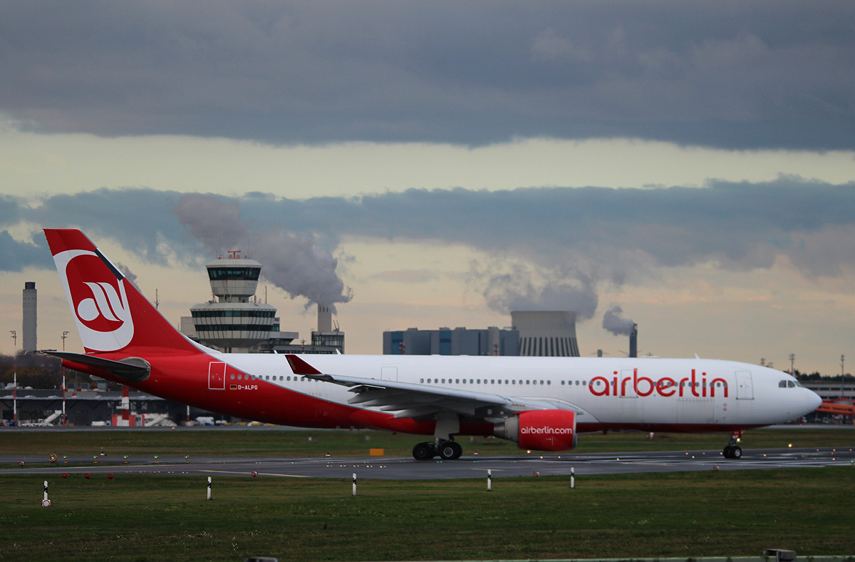 Air Berlin A 330-223 D-ALPG kurz vor dem Start in Berlin-Tegel am 09.11.2013