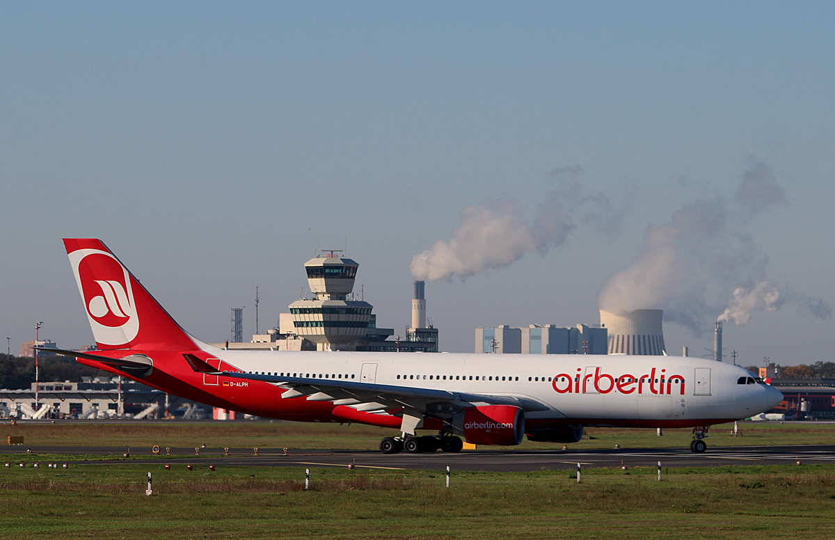 Air Berlin A 330-223 D-ALPH kurz vor dem Start in Berlin-Tegel am 19.10.2014