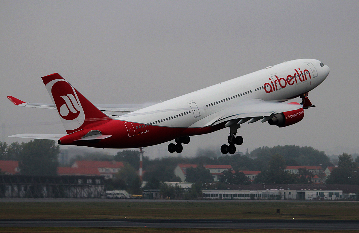 Air Berlin A 330-223 D-ALPJ beim Start in Berlin-Tegel am 13.09.2014