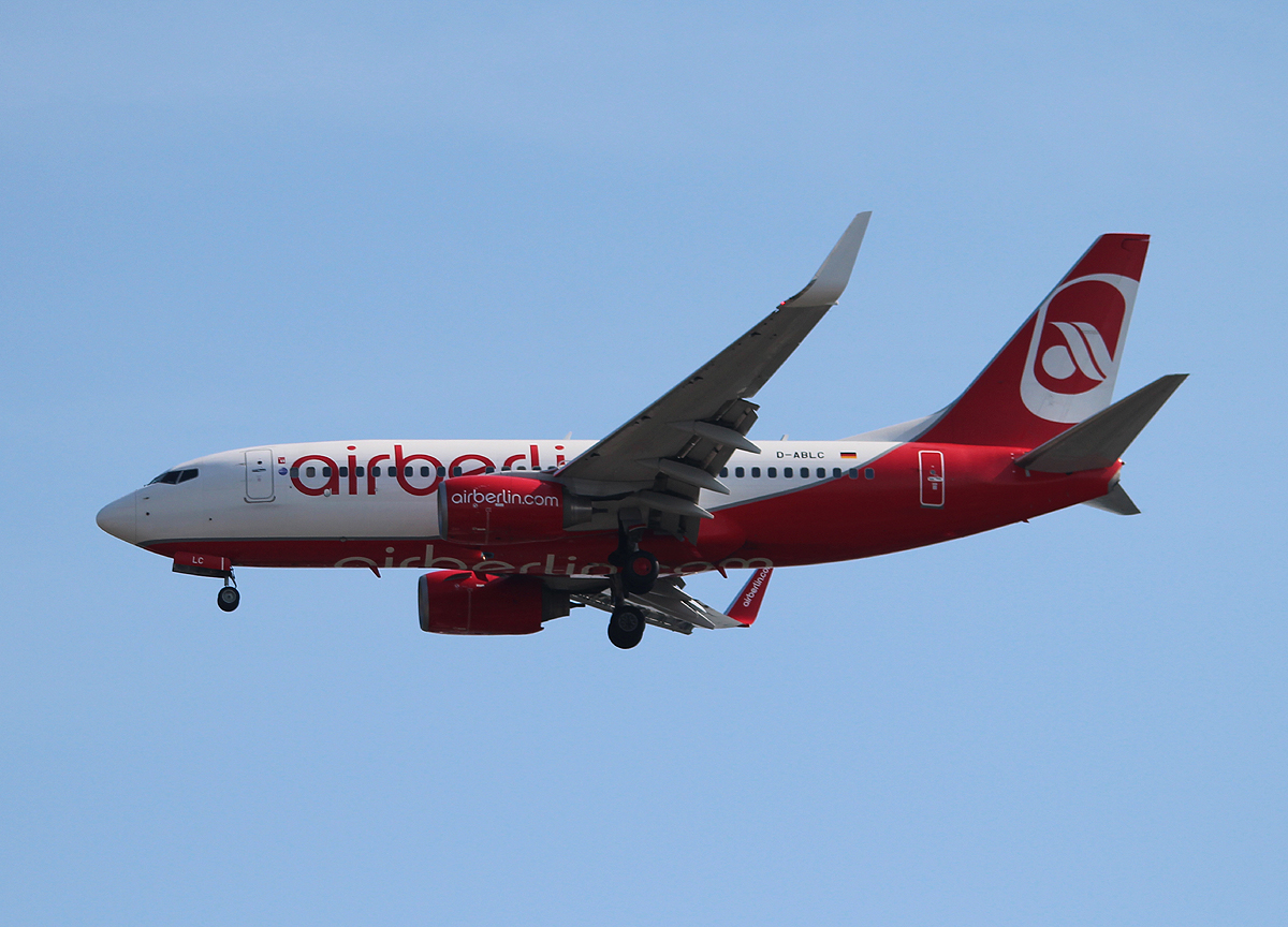 Air Berlin B 737-76J D-ABLC bei der Landung in Berlin-Tegel am 18.06.2013
