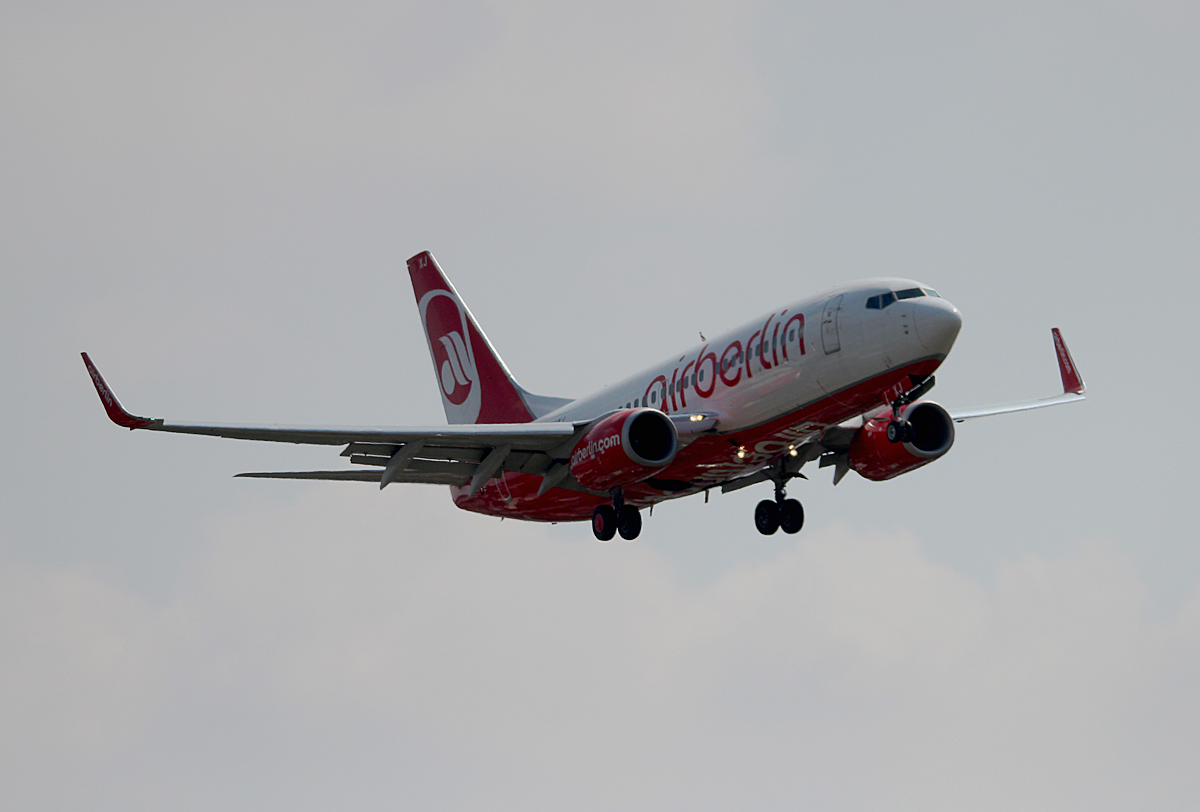 Air Berlin B 737-7K5 D-AHXJ bei der Landung in Berlin-Tegel am 08.08.2014
