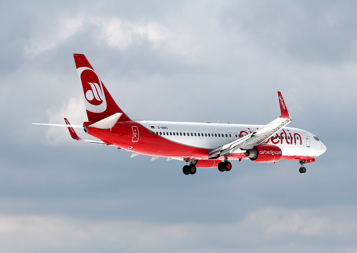 Air Berlin B 737-86J D-ABKC bei der Landung in Berlin-Tegel am 01.04.2013