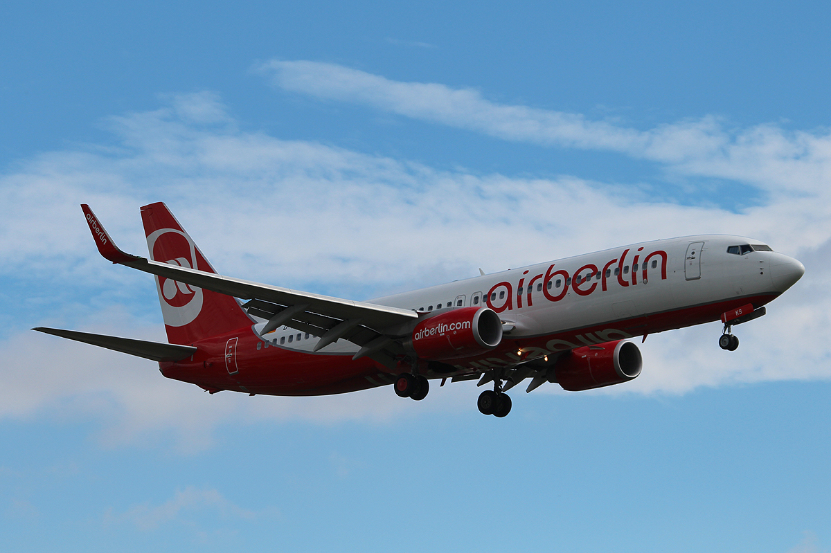 Air Berlin B 737-86J D-ABKS bei der Landung in Berlin-Tegel am 04.09.2013