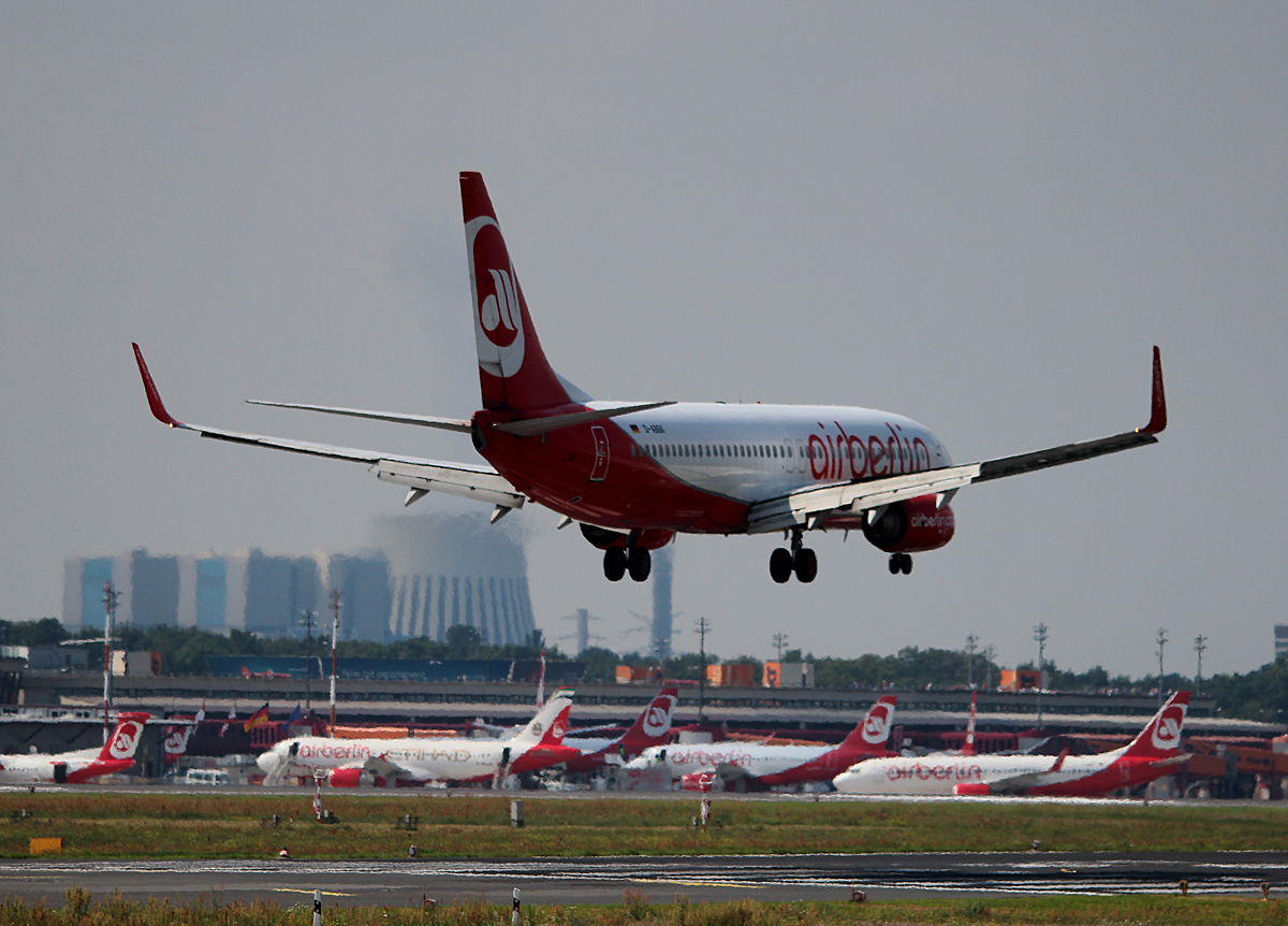 Air Berlin B 737-8BK D-ABBK bei der Landung in Berlin-Tegel am 08.08.2014