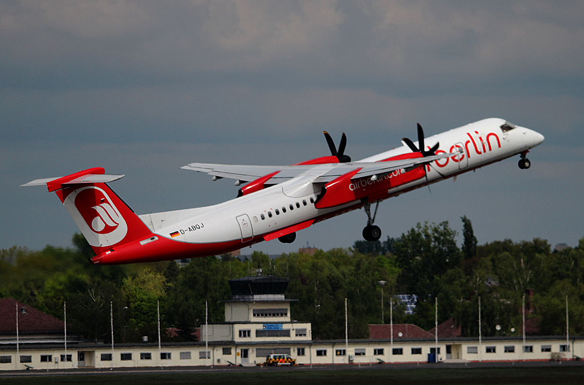 Air Berlin DHC-8-402Q D-ABQJ beim Start in Berlin-Tegel am 27.04.2014
