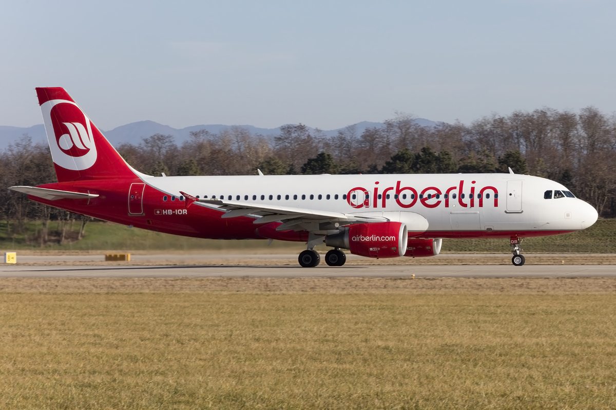 Air Berlin, HB-IOR, Airbus, A320-214, 26.12.2015, BSL, Basel, Switzerland