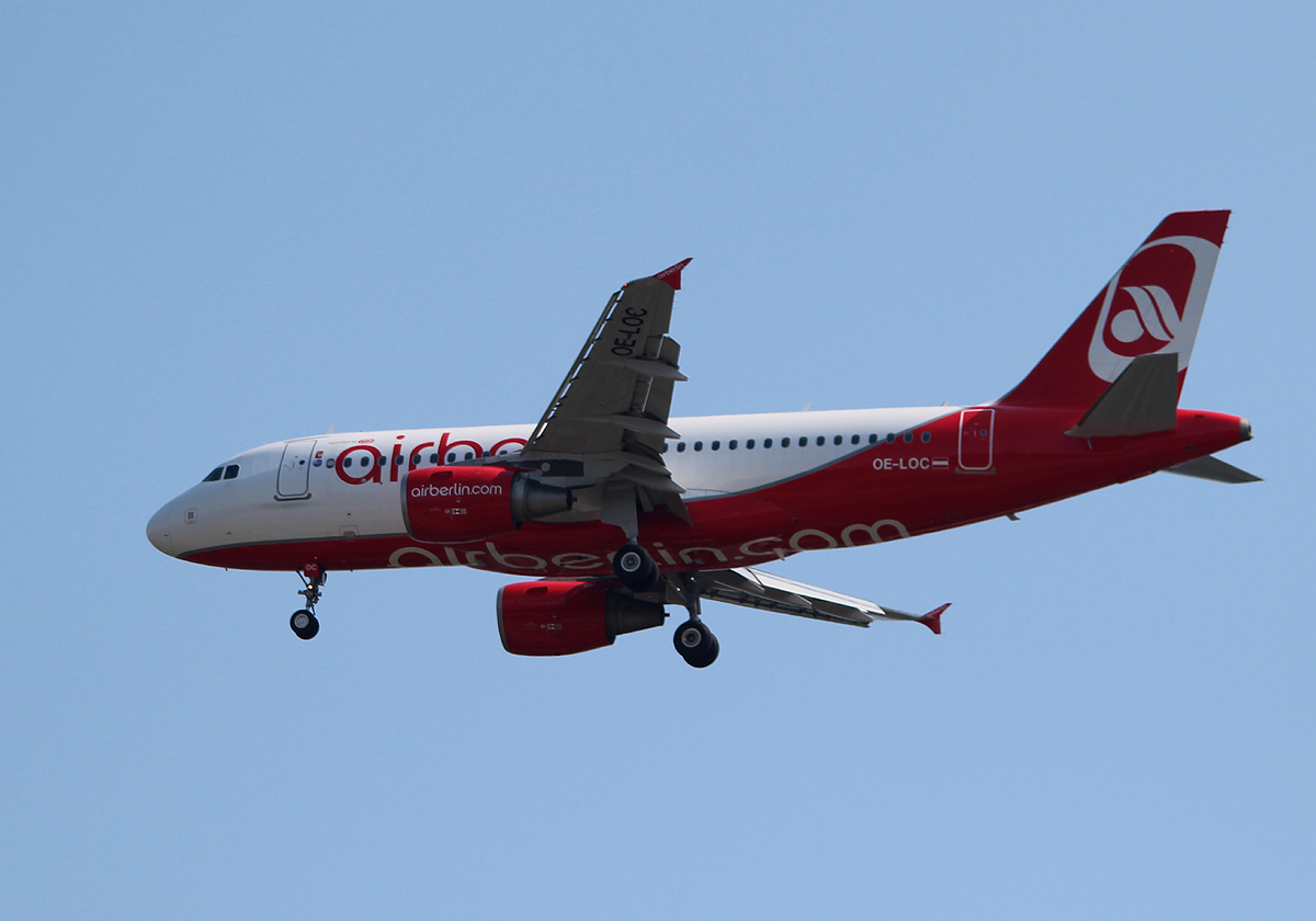Air Berlin(Niki) A 319-112 OE-LOC bei der Landung in Berlin-Tegel am 18.06.2013