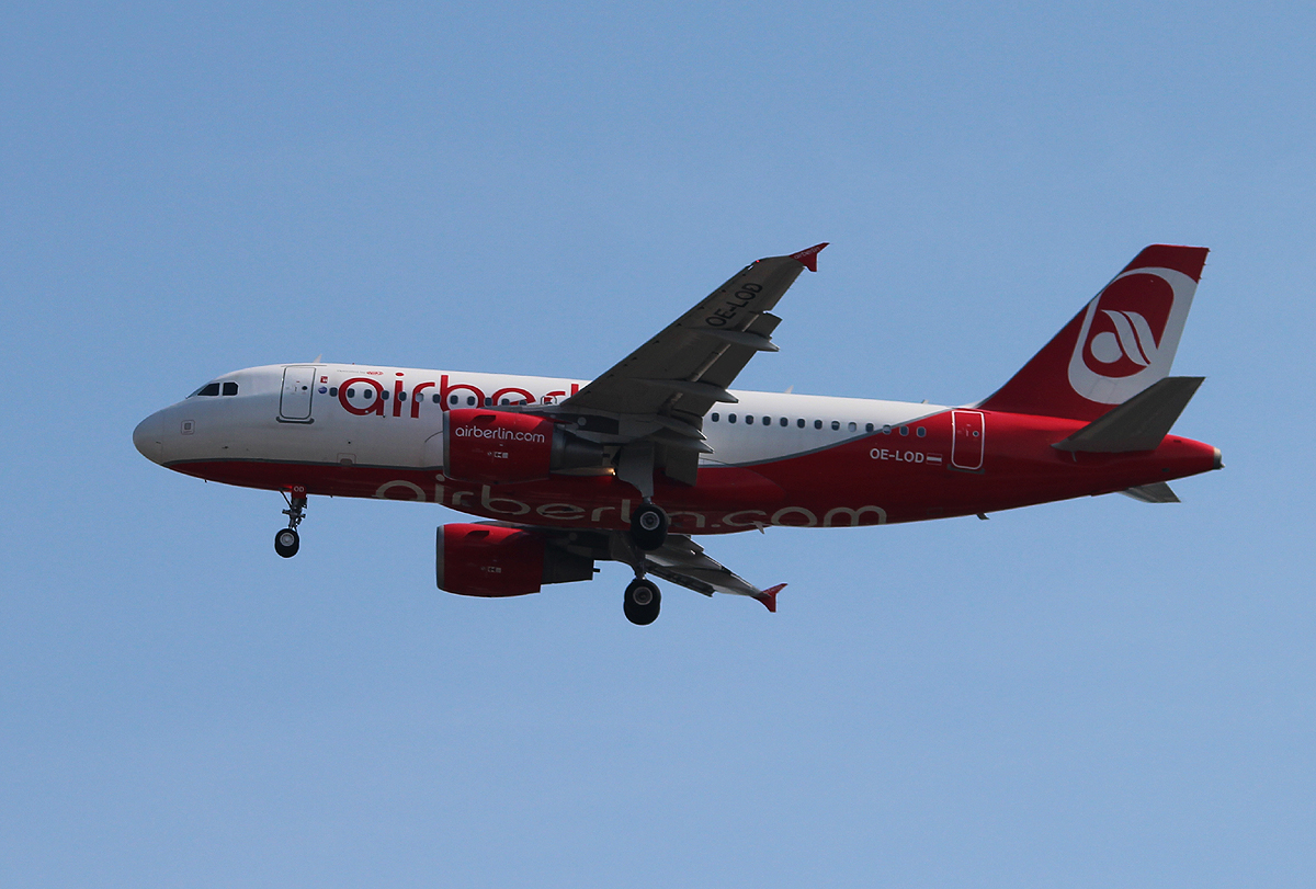 Air Berlin(Niki) A 319-112 OE-LOD bei der Landung in Berlin-Tegel am 18.06.2013