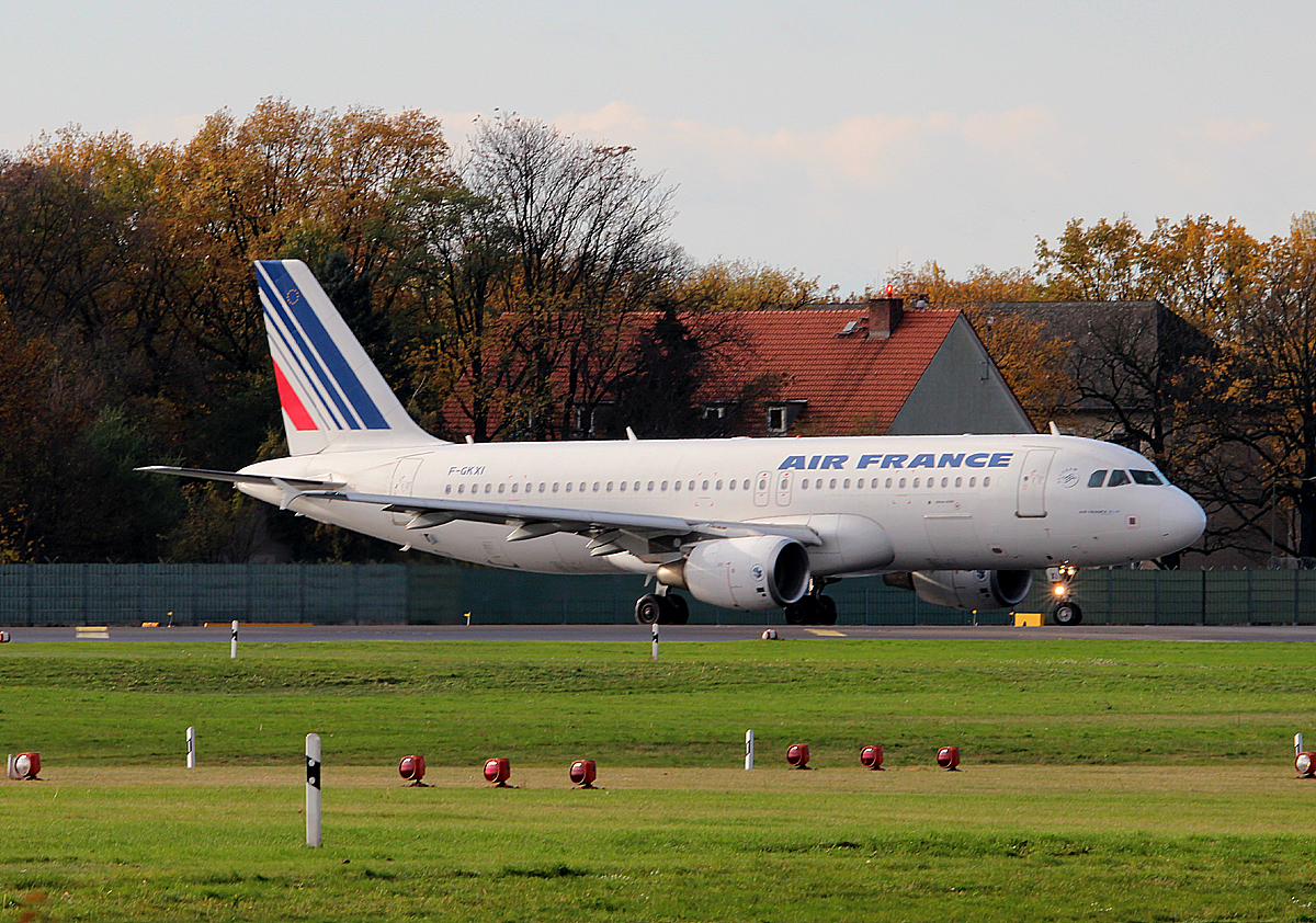 Air France A 320-214 F-GKXI kurz vor dem Start in Berlin-Tegel am 09.11.2013