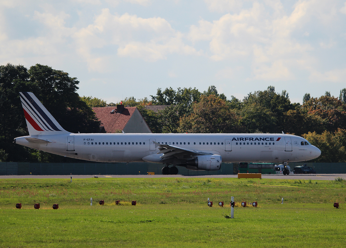 Air France A 321-121 F-GTAI kurz vor dem Start in Berlin-Tegel am 28.09.2013