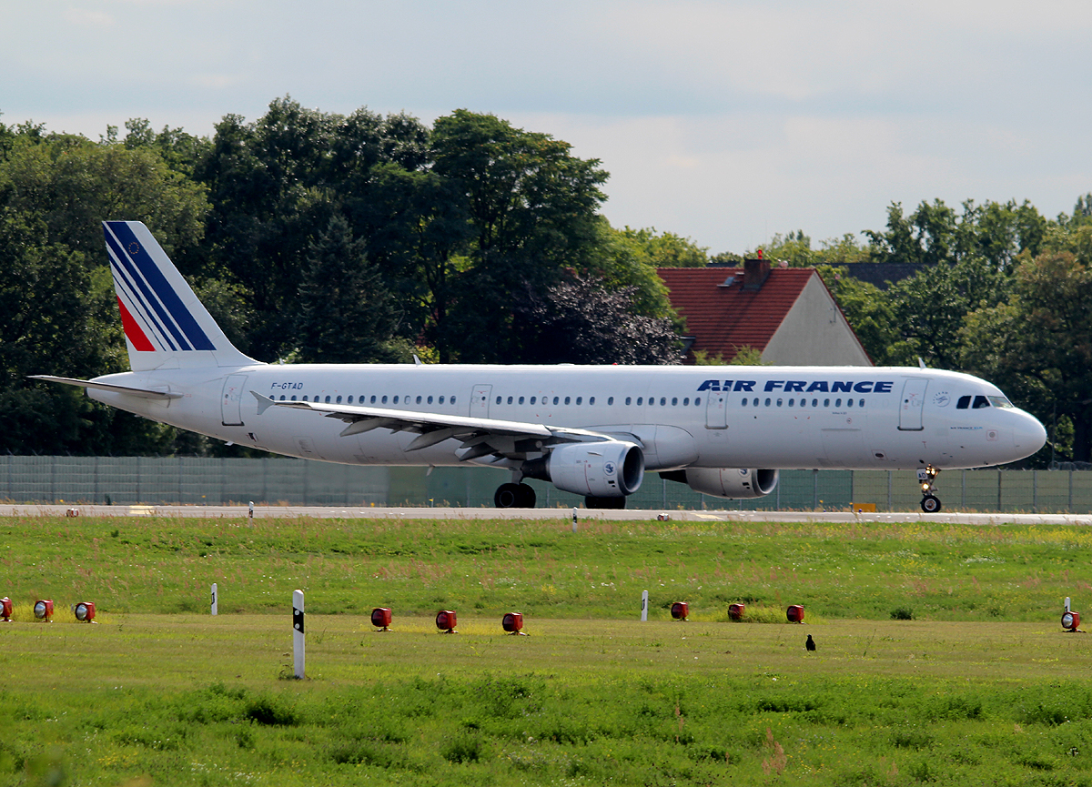 Air France A 321-211 F-GTAD kurz vor dem Start in Berlin-Tegel am 04.09.2013