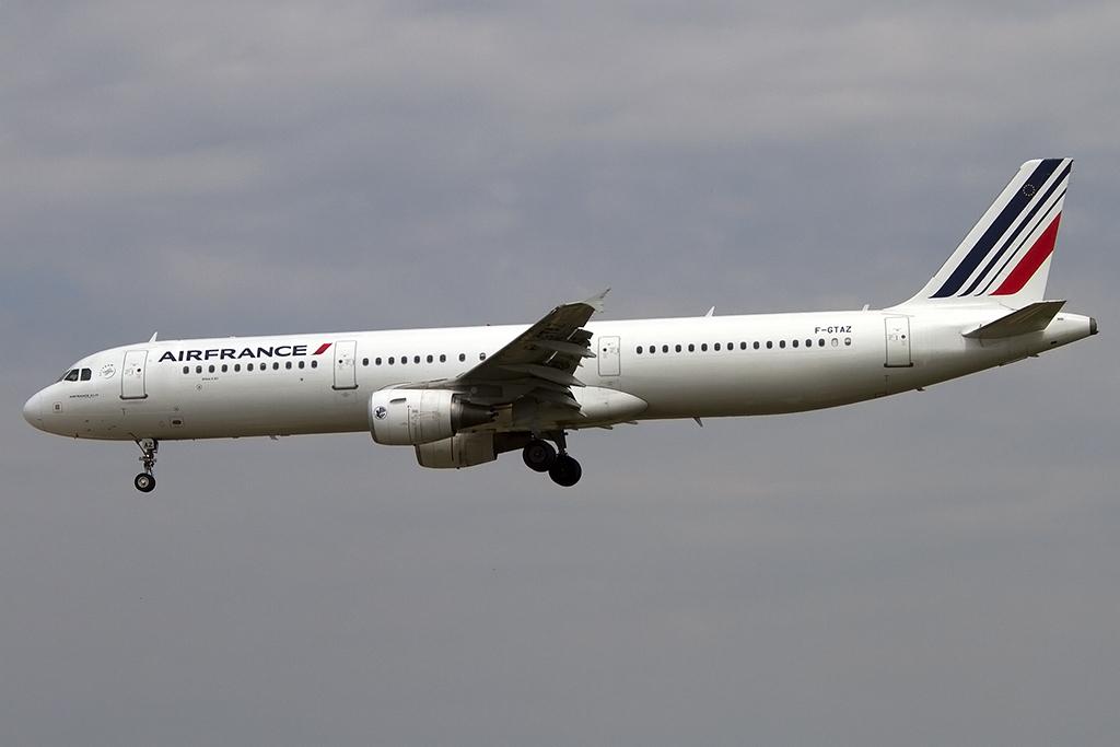 Air france f gtaz airbus a321 212 bcn for Oficinas air france barcelona