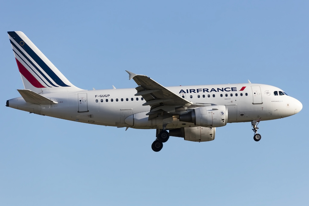 Air france f gugp airbus a318 111 bcn for Oficinas air france barcelona