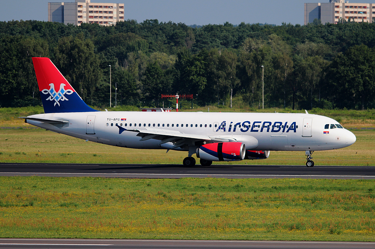 Air Serbia A 320-232 YU-APG nach der Landung in Berlin-Tegel am 11.07.2014