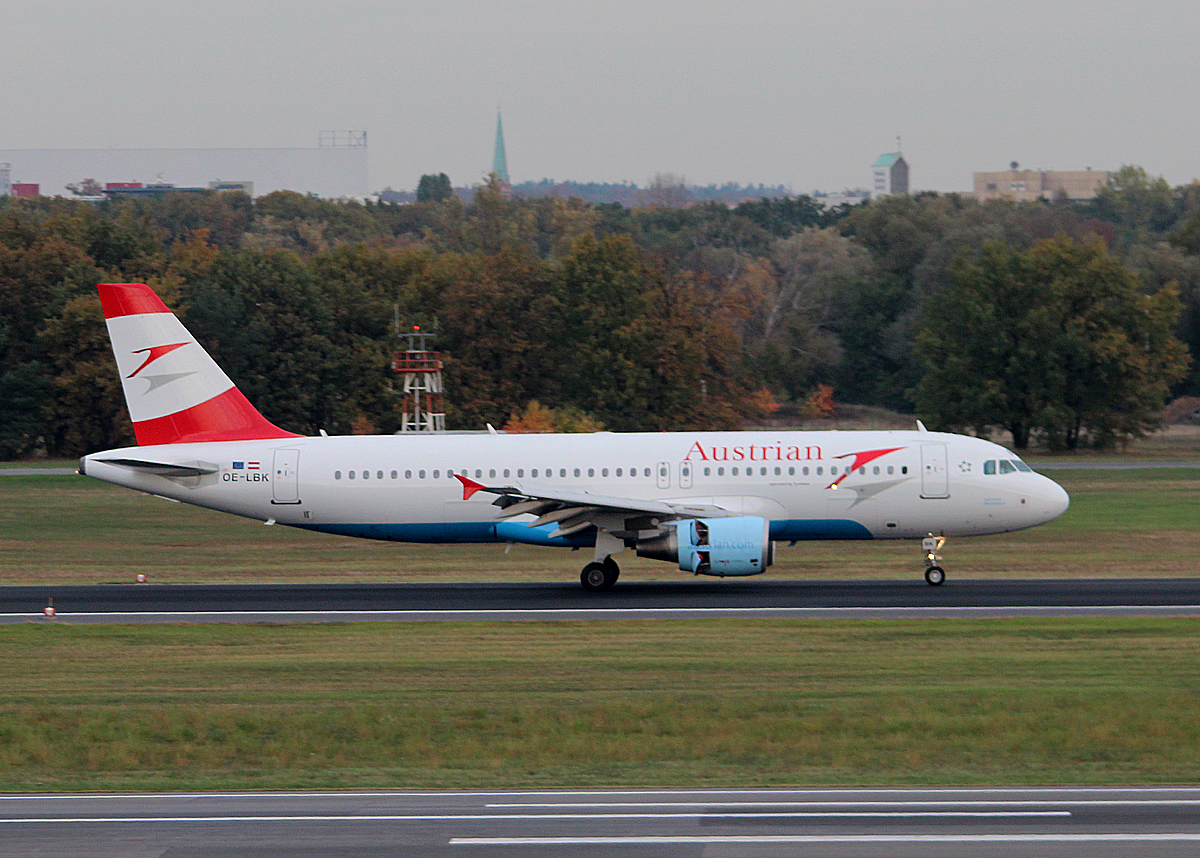 Austrian Airlines A 320-214 OE-LBK nach der Landung in Berlin-Tegel am 19.10.2013
