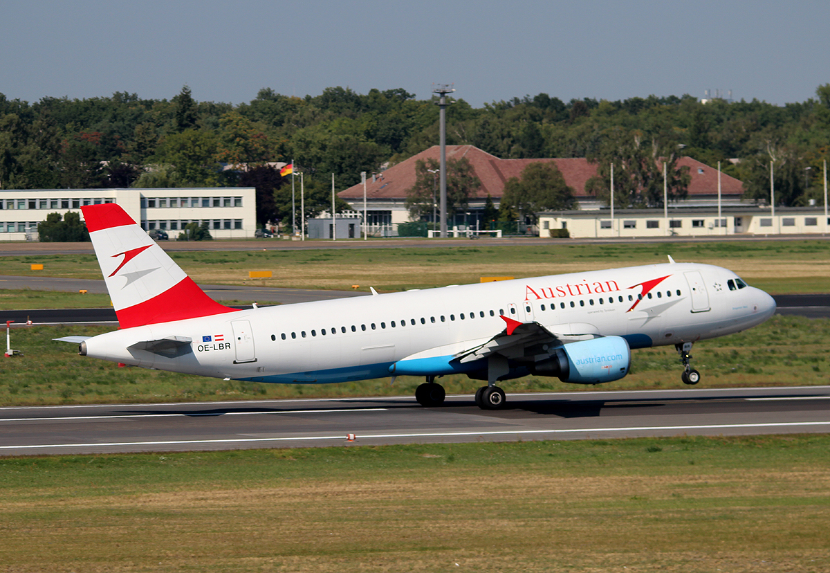 Austrian Airlines A 320-214 OE-LBR beim Start in Berlin-Tegel am 06.09.2013