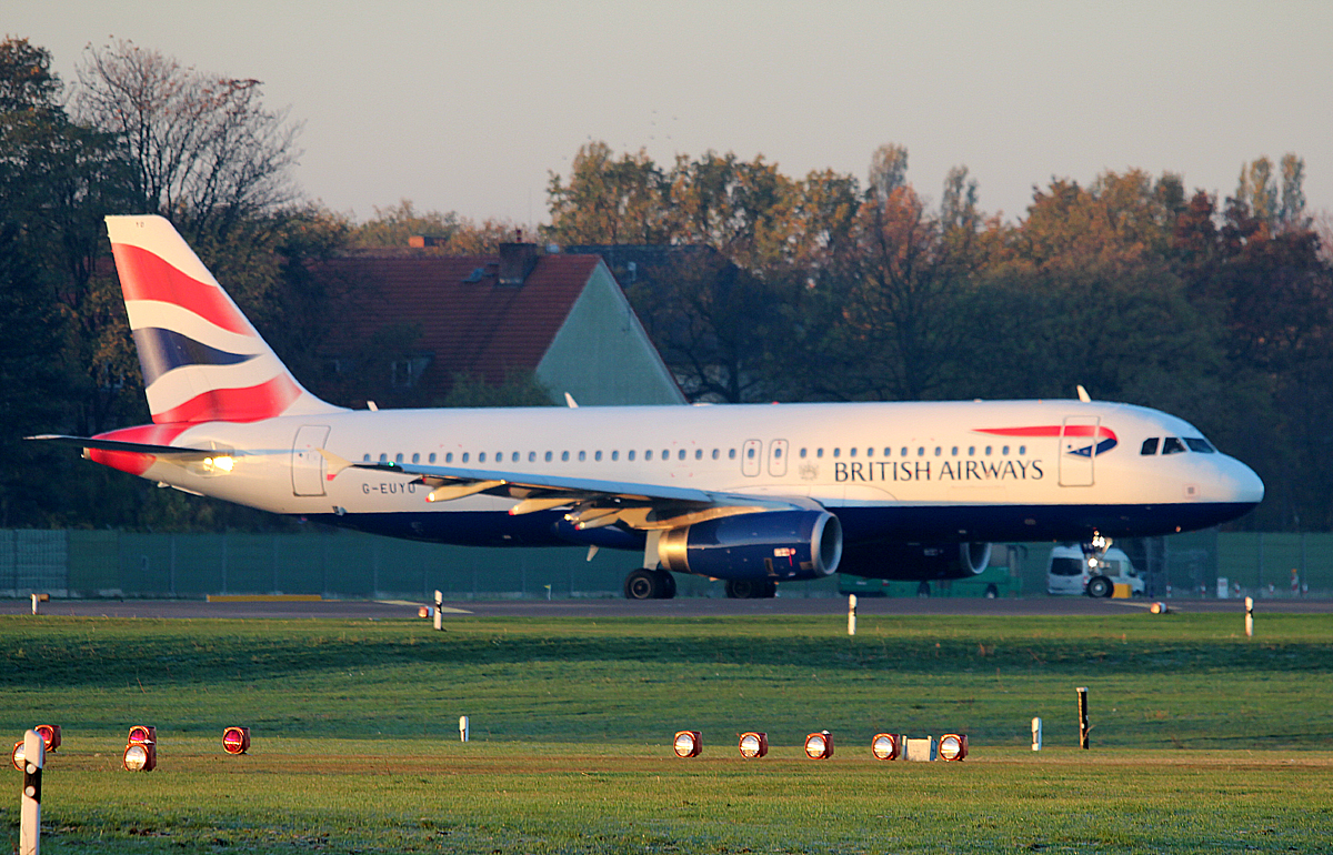 British Airways A 320-232 G-EUYO kurz vor dem Start in Berlin-Tegel am 31.10.2013
