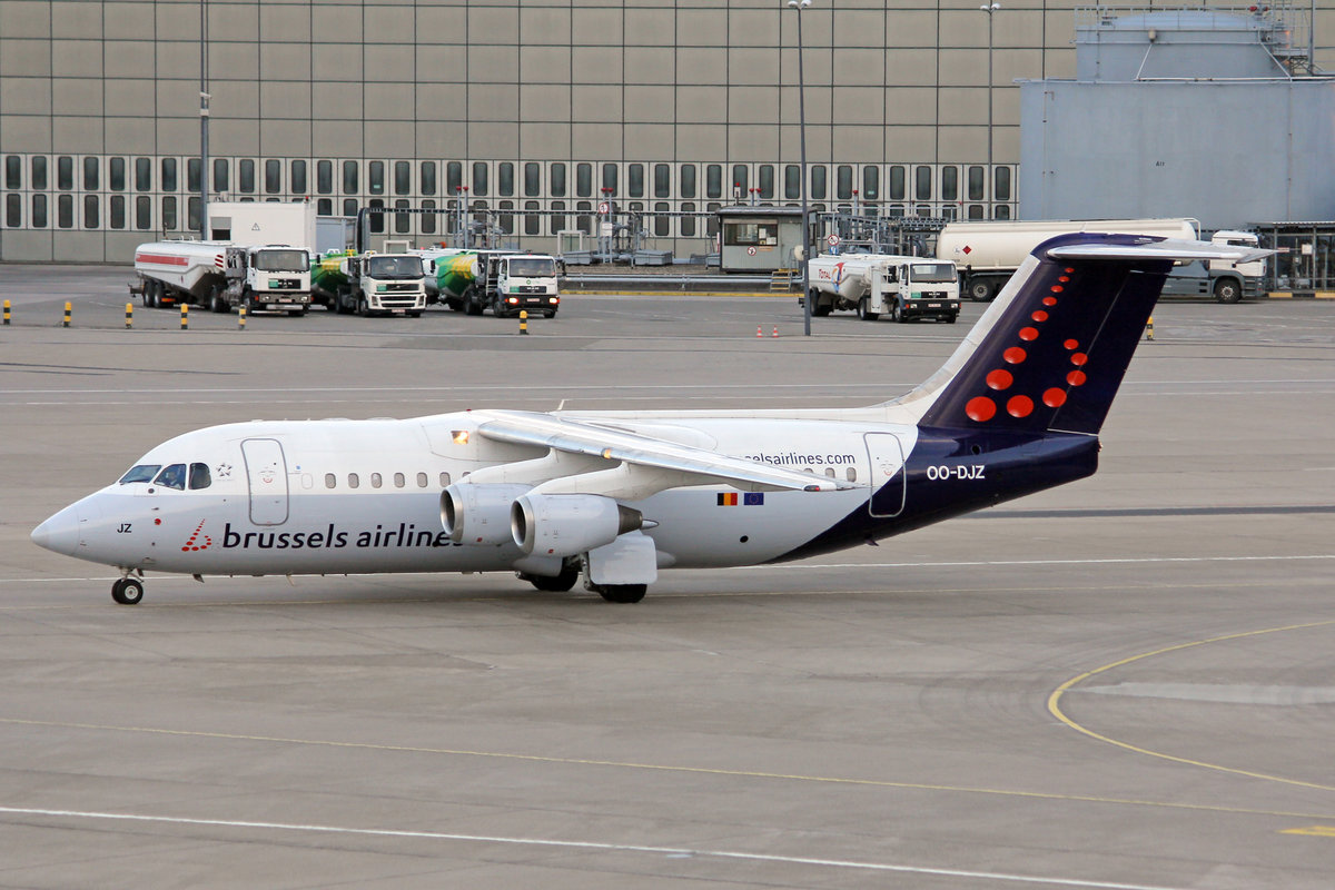 Brussels Airlines, OO-DJZ, BAe Avro RJ85, msn: E2305, 10.April 2012, TXL Berlin Tegel, Gemramy.
