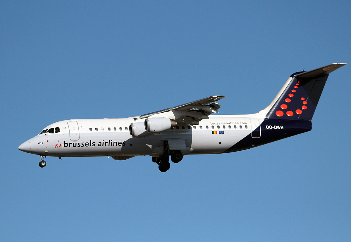 Brussels Airlines RJ100 OO-DWH bei der Landung in Berlin-Tegel am 22.02.2014