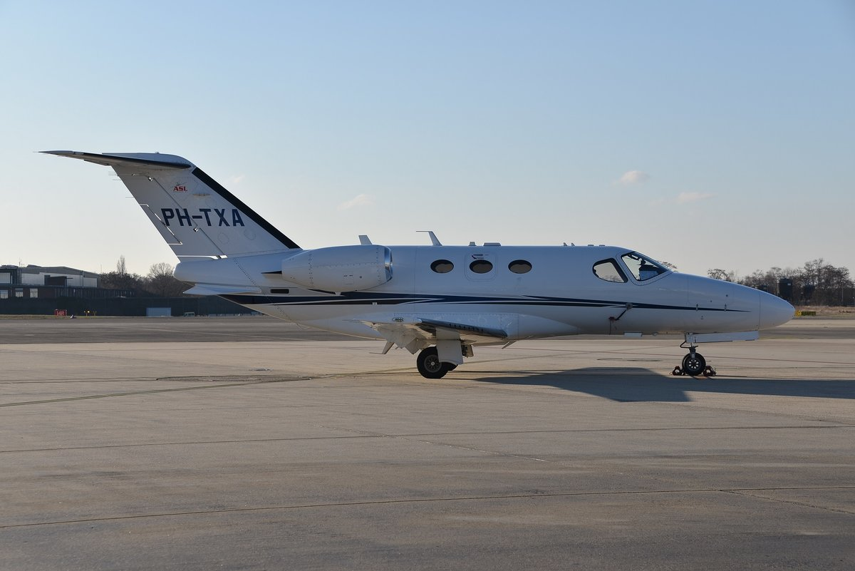 Cessna 510 Citation Mustang - AirField Holding - 510-0111 - PH-TXA - 13.12.2018 - CGN