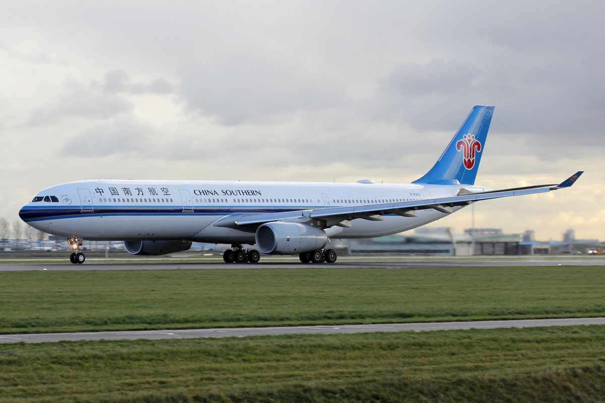 China Southern Airbus A330-323E B-8363 beim Start in Amsterdam 3.1.2019