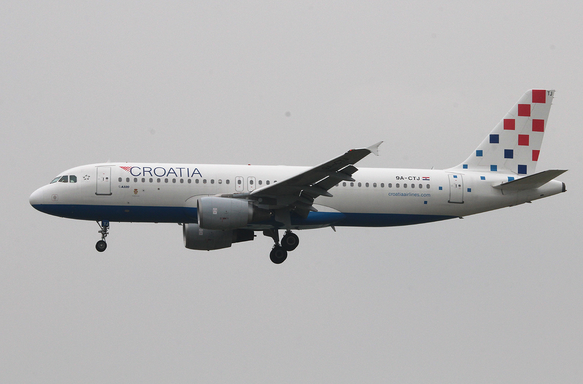 Croatia Airlines A 320-214 0A-CTJ bei der Landung in Frankfurt am 11.06.2013